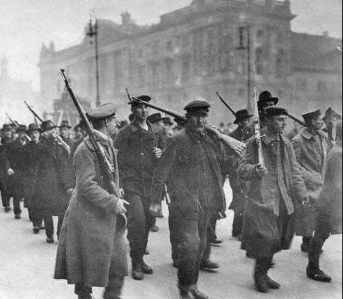 Berlin November 1918: Workers and sailors join in revolutionary uprising.
