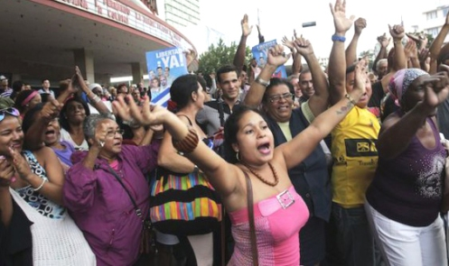 "People cheer for the ""Cuban Five"" in Havana"